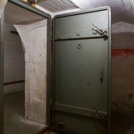 Die schweren Stahltüren boten zusätzlichen Schutz.