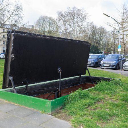 Unter der Grünanlage am Theodor-Heuss-Ring versteckt sich ein Denkmal, das in vieler Hinsicht unvergleich ist.