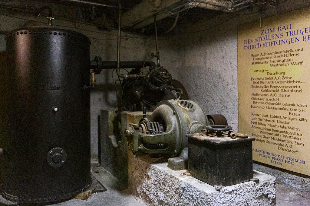 Noch immer eindrucksvoll, aber nicht mehr in Betrieb: die wuchtige Hydraulikpumpe.
