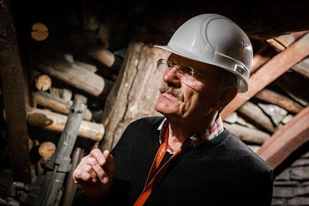 Hans Josef Henerichs hat sich in die Geschichte des Barbarastollens eingearbeitet. Nun bietet er für die Antoniter City Tours Führungen durch das Schaubergwerk an.