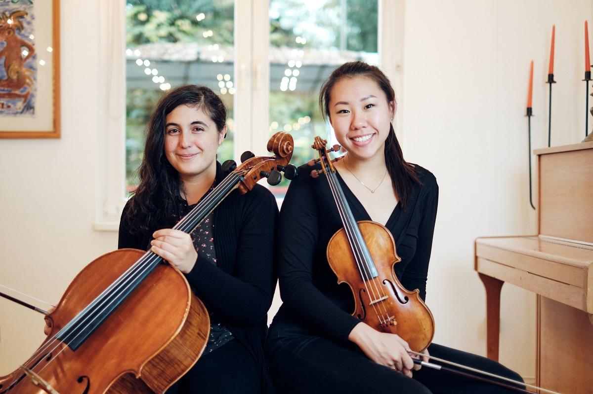 Cellistin Amarilis Dueñas tritt im Duett mit Geigerin Linda Guo auf. Für Guo ist es das erste Konzert für den Verein Yehudi Menuhin Live Music Now; erst im Frühjahr wurde sie in das dreijährige Förderprogramm aufgenommen.