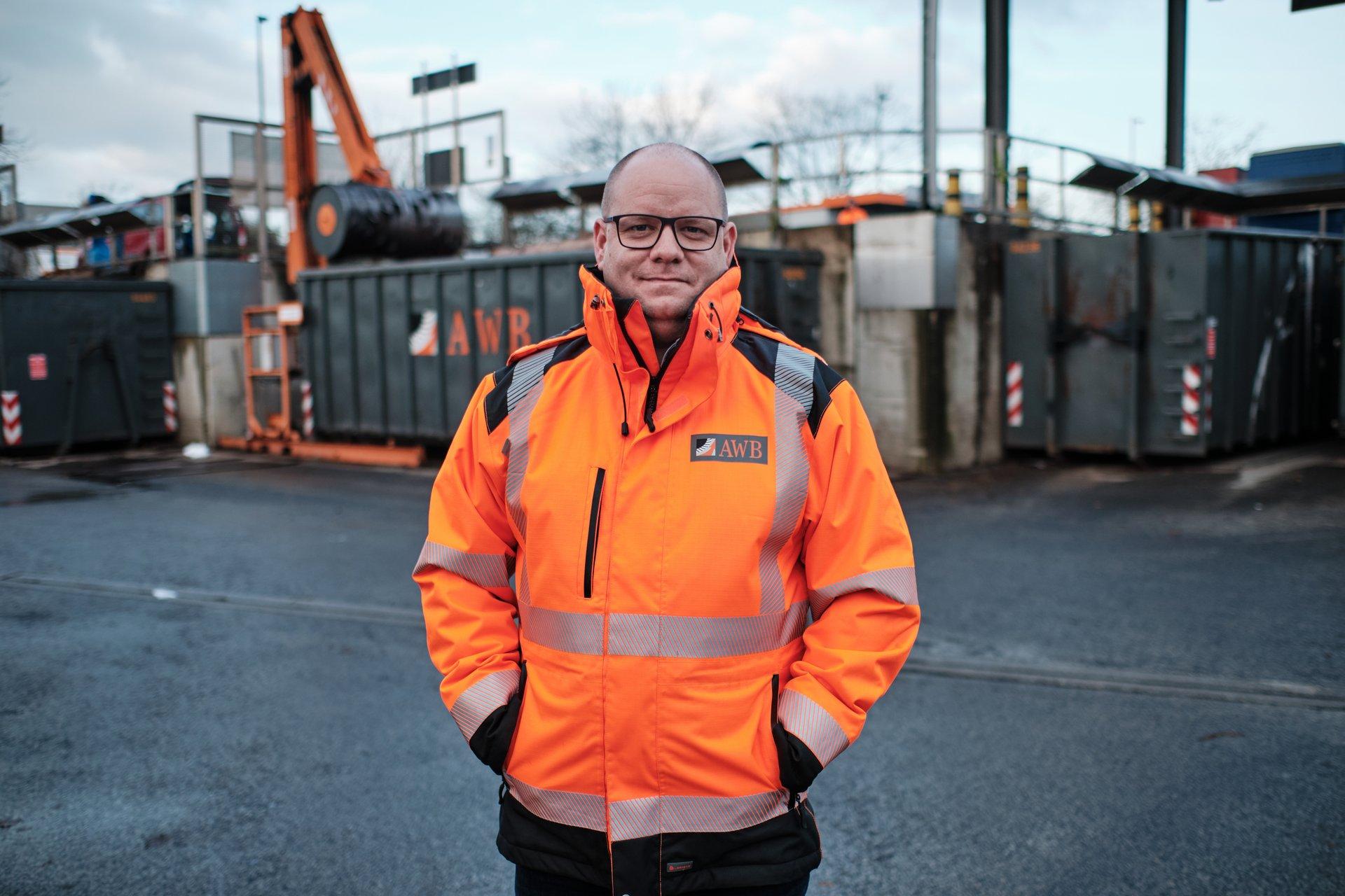 Daniel Urban vom Wertstoff-Center der Abfallwirtschaftsbertriebe der AWB in Köln-Ossendorf