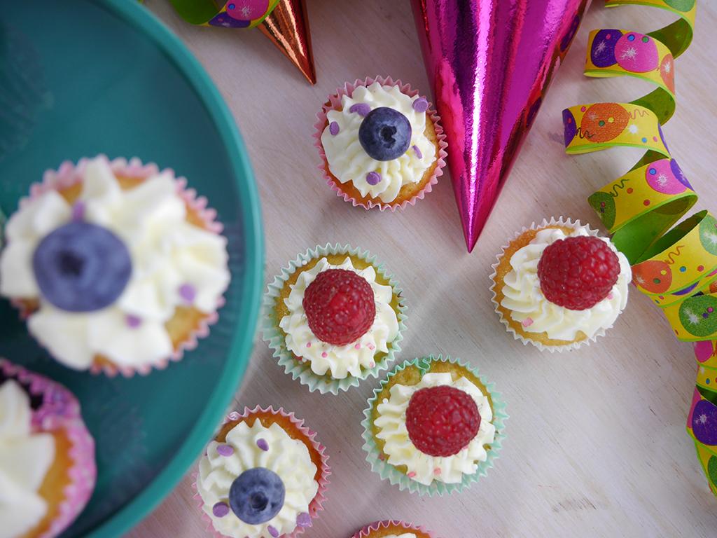 Köln Beste Backen Rezept Mini Beeren Cupcakes mit Konfetti