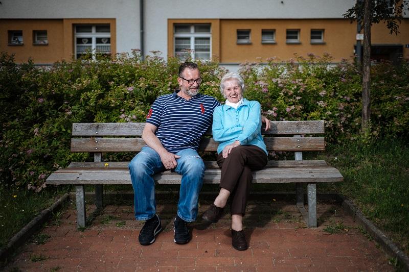 Heute tobt Enkel Michael Stolley nicht mehr über den Rosenhof. Mit seiner Großmutter verbringt er trotzdem noch viel Zeit.