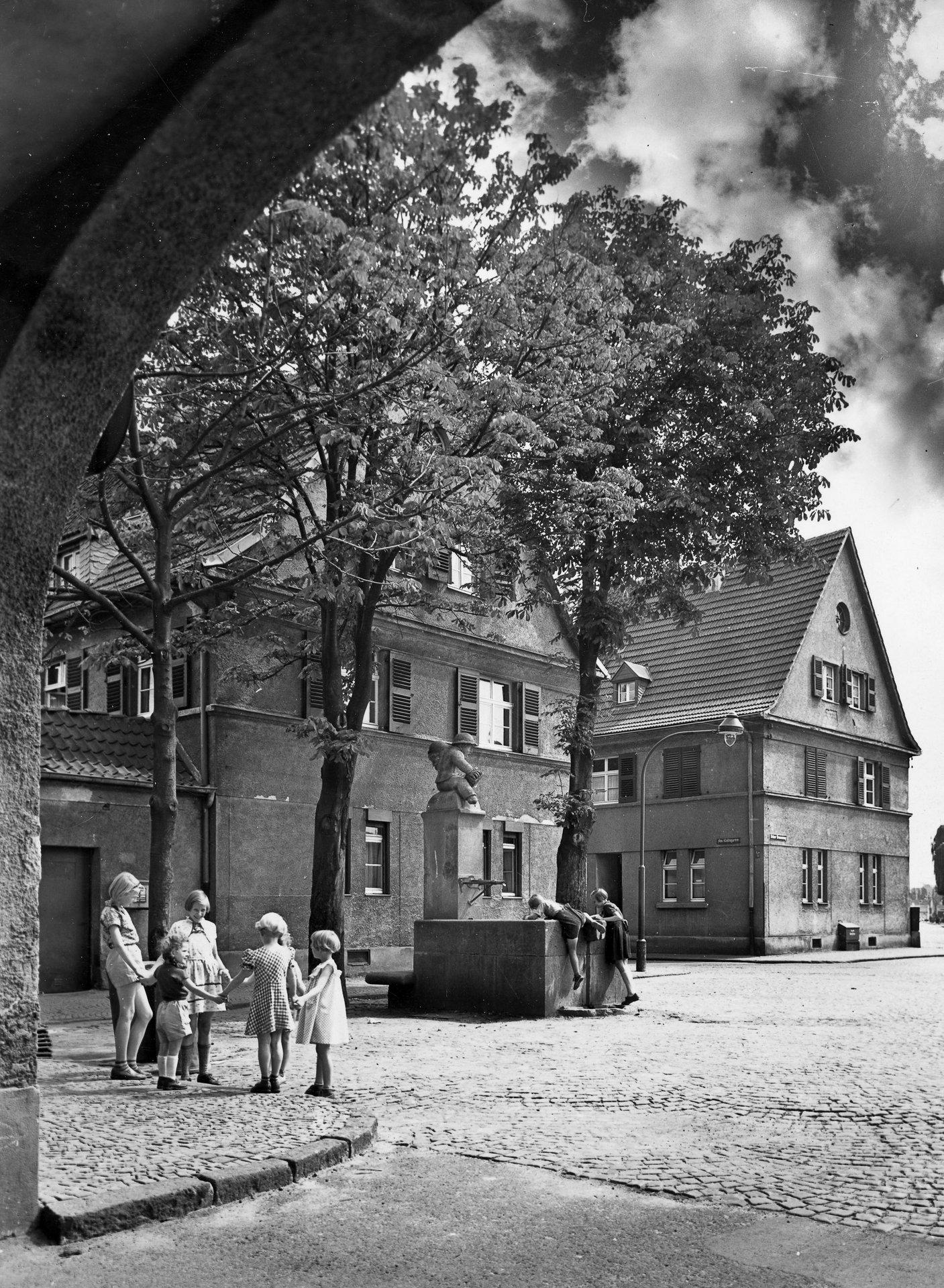Historisches Bild mit Kindern in Köln-Bickendorf
